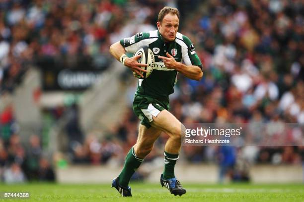 Mike Catt of London Irish in action during the Guiness Premiership Final between Leicester Tigers and London Irish at Twickenham Stadium on May 16...