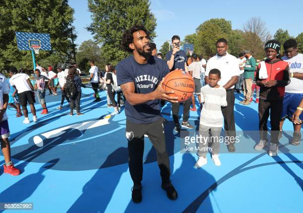 Mike Conley of the Memphis Grizzlies participates in a full team park cleanup on October 12 2017 in Memphis Tennessee NOTE TO USER User expressly...