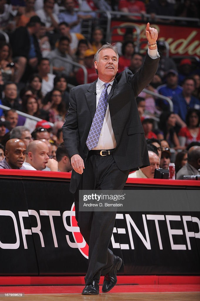 <a gi-track='captionPersonalityLinkClicked' href=/galleries/search?phrase=Mike+D%27Antoni&family=editorial&specificpeople=203175 ng-click='$event.stopPropagation()'>Mike D'Antoni</a> of the Los Angeles Lakers calls a play from the bench during the game against the Los Angeles Clippers at Staples Center on April 7, 2013 in Los Angeles, California.