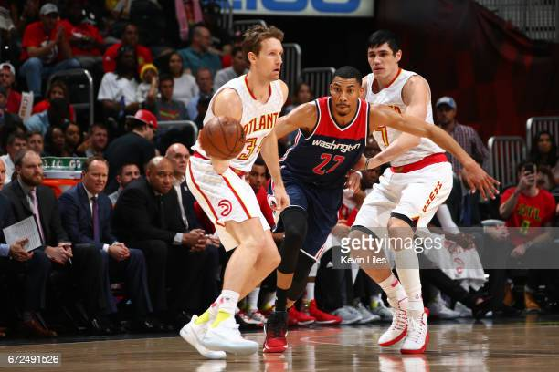 Mike Dunleavy of the Atlanta Hawks looks to pass the ball against the Washington Wizards during Game Four of the Eastern Conference Quarterfinals of...
