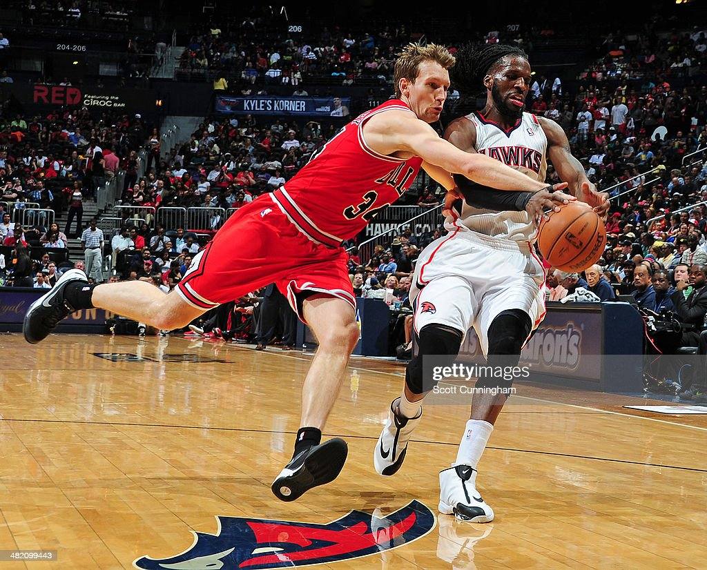 Mike Dunleavy #34 of the Chicago Bulls battles for the ball against DeMarre Carroll #5 of the Atlanta Hawks on April 2, 2014 at Philips Arena in Atlanta, Georgia.