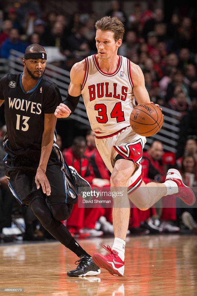 Mike Dunleavy #34 of the Chicago Bulls drives against Corey Brewer #13 of the Minnesota Timberwolves on January 27, 2014 at the United Center in Chicago, Illinois.