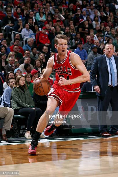 Mike Dunleavy of the Chicago Bulls drives against the Milwaukee Bucks in Game Four of the Eastern Conference Quarterfinals during the 2015 NBA...