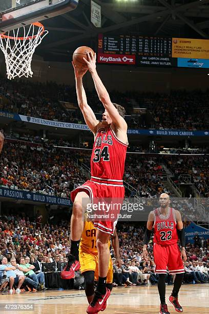 Mike Dunleavy of the Chicago Bulls dunks against the Cleveland Cavaliers in Game Two of the Eastern Conference Semifinals during the 2015 NBA...