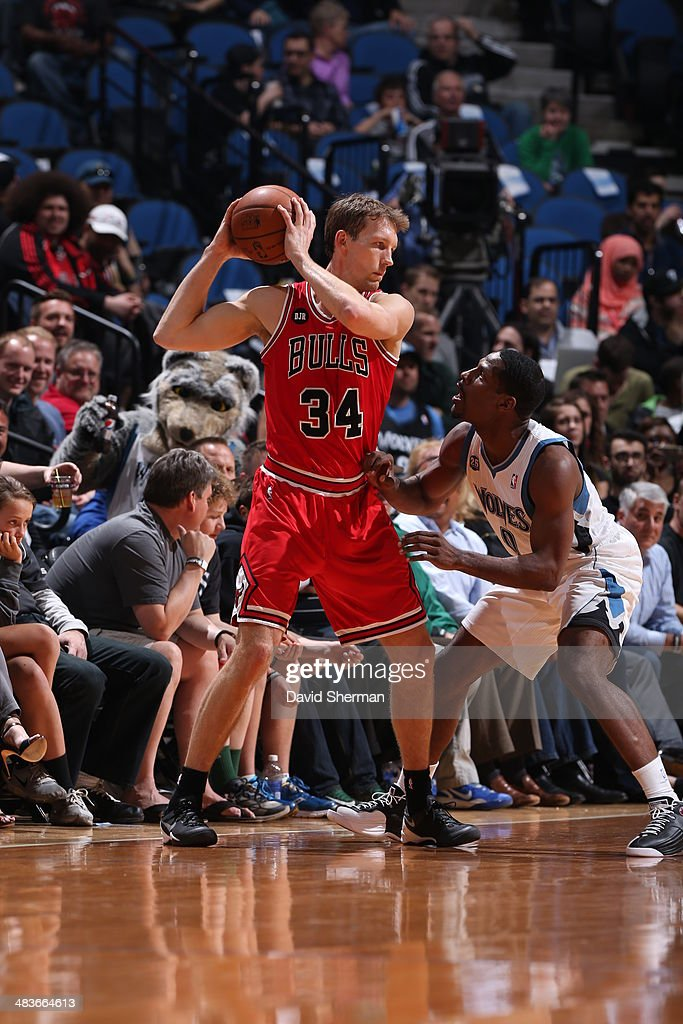 Mike Dunleavy #34 of the Chicago Bulls looks to pass the ball against the Minnesota Timberwolves during the game on April 9, 2014 at Target Center in Minneapolis, Minnesota.