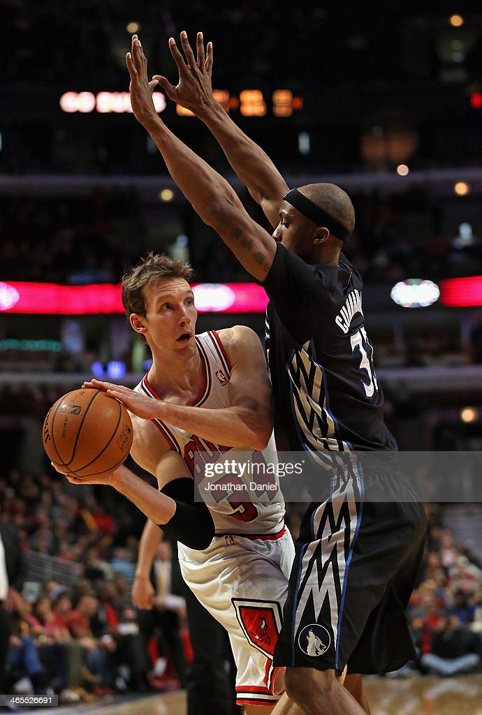 Mike Dunleavy #34 of the Chicago Bulls looks to pass under pressure from Dante Cunningham #33 of the Minnesota Timberwolves at the United Center on January 27, 2014 in Chicago, Illinois. The Timberwolves defeated the Bulls 95-86.