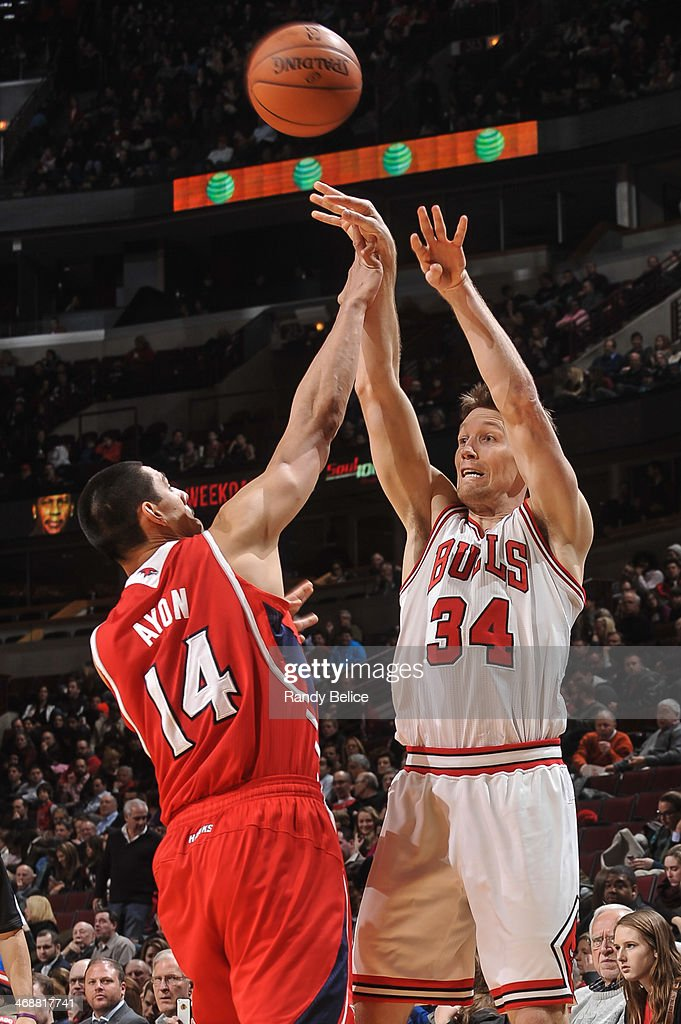 Mike Dunleavy #34 of the Chicago Bulls passes against the Atlanta Hawks on February 11, 2013 at the United Center in Chicago, Illinois.