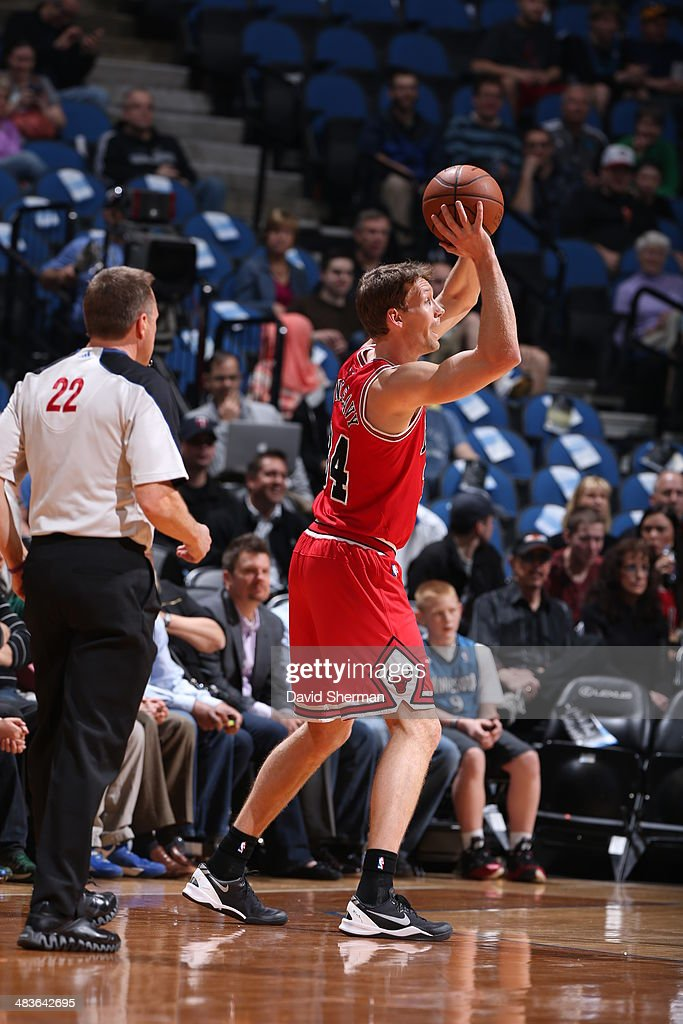 Mike Dunleavy #34 of the Chicago Bulls passes the ball against the Minnesota Timberwolves during the game on April 9, 2014 at Target Center in Minneapolis, Minnesota.