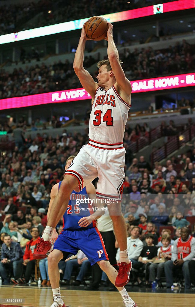 Mike Dunleavy #34 of the Chicago Bulls rebounds over Kyle Singler #25 of the Detroit Pistons at the United Center on April 11, 2014 in Chicago, Illinois. The Bulls defeated the Pistons 106-98.