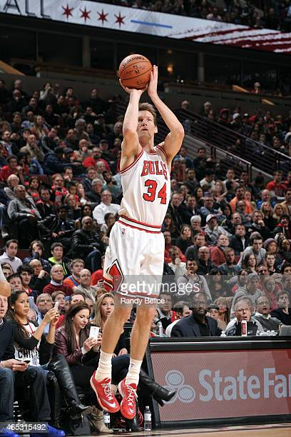 Mike Dunleavy of the Chicago Bulls shoots against the Oklahoma City Thunder on March 5 2015 at the United Center in Chicago Illinois NOTE TO USER...