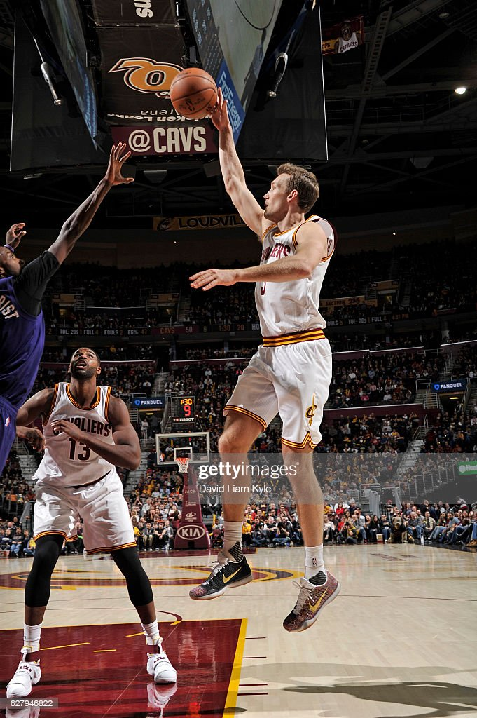 Mike Dunleavy #3 of the Cleveland Cavaliers shoots the ball against the Charlotte Hornets on November 13, 2016 at Quicken Loans Arena in Cleveland, Ohio.