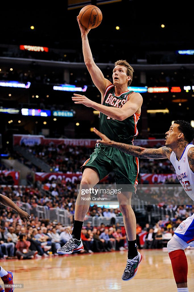 Mike Dunleavy #17 of the Milwaukee Bucks drives to the basket against the Los Angeles Clippers at Staples Center on March 6, 2013 in Los Angeles, California.