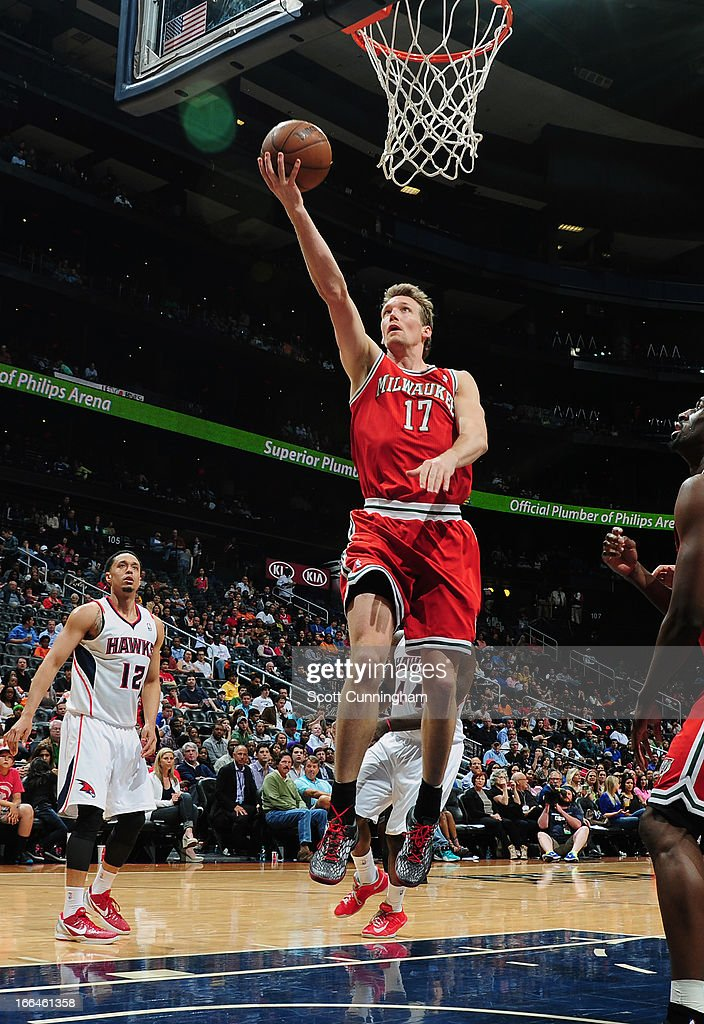 Mike Dunleavy #17 of the Milwaukee Bucks glides to the hoop against the Atlanta Hawks on April 12, 2013 at Philips Arena in Atlanta, Georgia.
