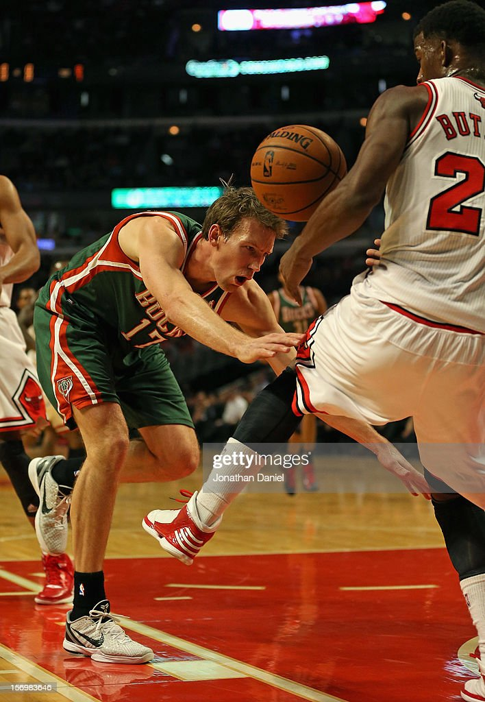 Mike Dunleavy #17 of the Milwaukee Bucks looses control of the ball as he drives against Jimmy Butler #21 of the Chicago Bulls at the United Center on November 26, 2012 in Chicago, Illinois.