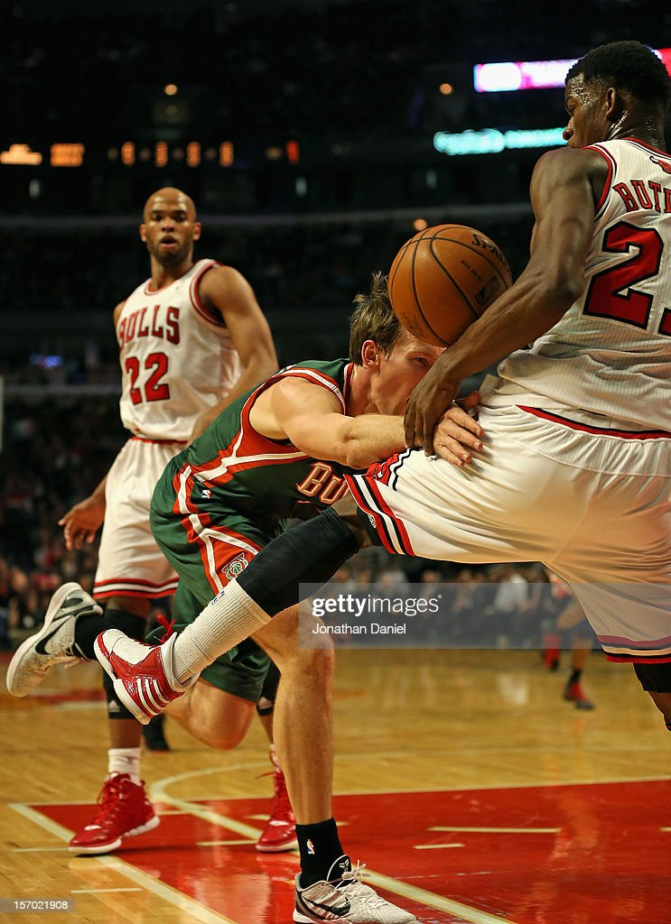 Mike Dunleavy #17 of the Milwaukee Bucks looses control of the ball as he drives against <a gi-track='captionPersonalityLinkClicked' href=/galleries/search?phrase=Jimmy+Butler+-+Basketball+Player&family=editorial&specificpeople=9860567 ng-click='$event.stopPropagation()'>Jimmy Butler</a> #21 of the Chicago Bulls at the United Center on November 26, 2012 in Chicago, Illinois. The Bucks defeated the Bulls 93-92.