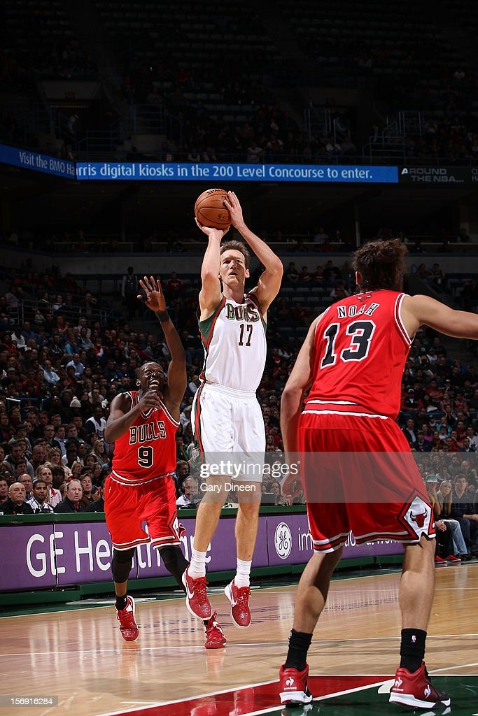 Mike Dunleavy #17 of the Milwaukee Bucks shoots against <a gi-track='captionPersonalityLinkClicked' href=/galleries/search?phrase=Luol+Deng&family=editorial&specificpeople=202830 ng-click='$event.stopPropagation()'>Luol Deng</a> #9 of the Chicago Bulls during the NBA game on November 24, 2012 at the BMO Harris Bradley Center in Milwaukee, Wisconsin.