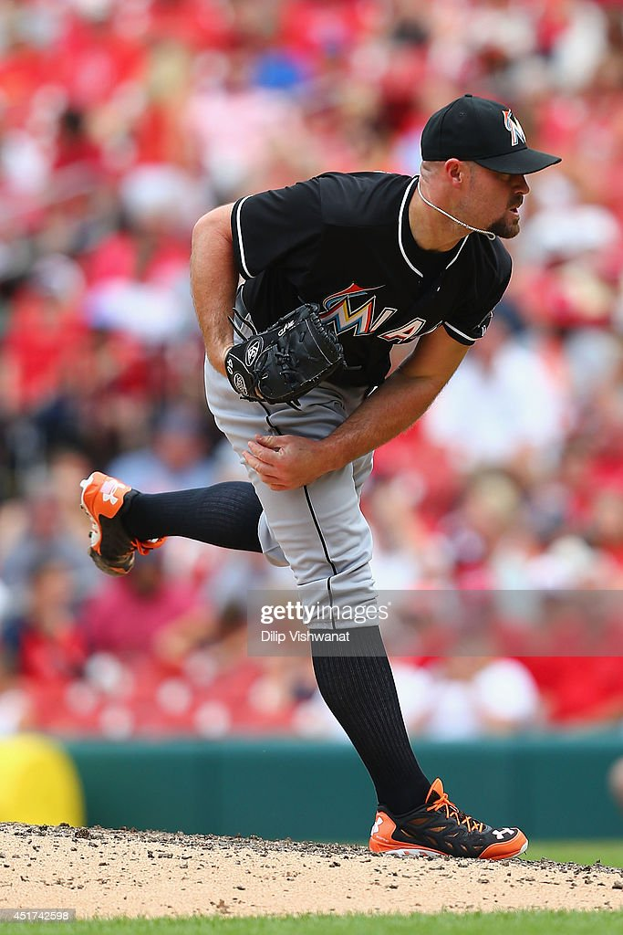 Mike Dunn #40 of the Miami Marlins pitches against the St. Louis Cardinals in the ninth inning at Busch Stadium on July 5, 2014 in St. Louis, Missouri. The Marlins beat the Cardinal 6-5.