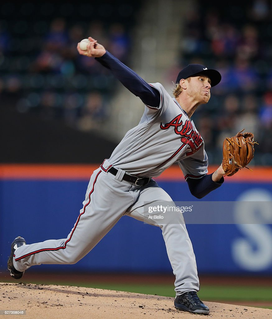 Mike Foltynewicz #26 of the Atlanta Braves pitches against the New York Mets in the first inning during their game at Citi Field on May 2, 2016 in New York City.