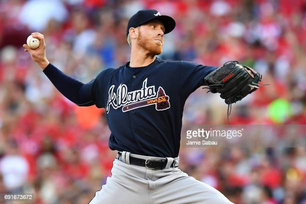 Mike Foltynewicz of the Atlanta Braves pitches in the second inning against the Cincinnati Reds at Great American Ball Park on June 2 2017 in...