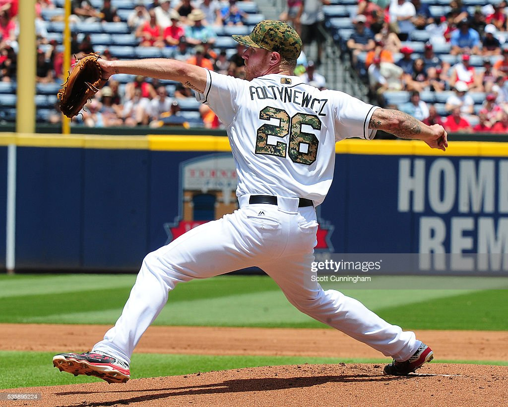 Mike Foltynewicz #26 of the Atlanta Braves throws a first inning pitch against the San Francisco Giants at Turner Field on May 30, 2016 in Atlanta, Georgia.