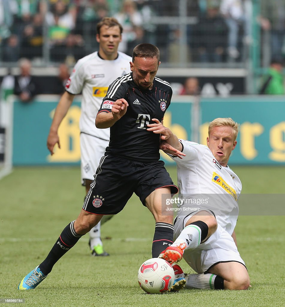 <a gi-track='captionPersonalityLinkClicked' href=/galleries/search?phrase=Mike+Hanke&family=editorial&specificpeople=206515 ng-click='$event.stopPropagation()'>Mike Hanke</a> of Moenchengladbach (R) and <a gi-track='captionPersonalityLinkClicked' href=/galleries/search?phrase=Franck+Ribery&family=editorial&specificpeople=490869 ng-click='$event.stopPropagation()'>Franck Ribery</a> of Munich fight during the Bundesliga match between Borussia Moenchengladbach and Bayern Muenchen at Borussia Park Stadium on May 18, 2013 in Moenchengladbach, Germany.