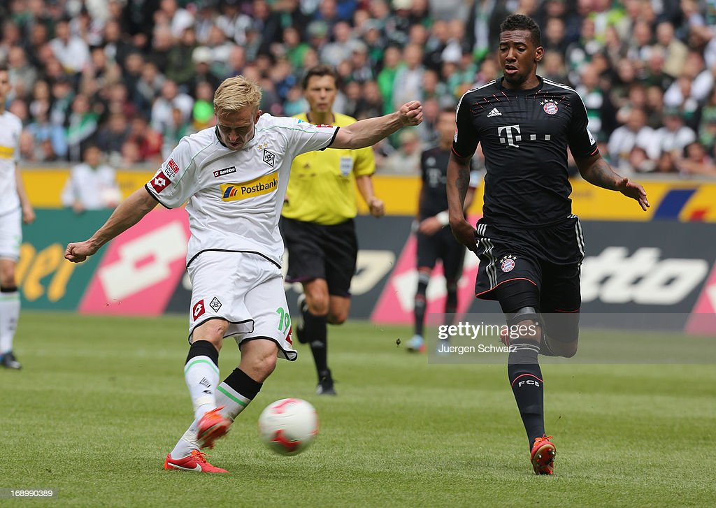 <a gi-track='captionPersonalityLinkClicked' href=/galleries/search?phrase=Mike+Hanke&family=editorial&specificpeople=206515 ng-click='$event.stopPropagation()'>Mike Hanke</a> of Moenchengladbach (L) shoots as <a gi-track='captionPersonalityLinkClicked' href=/galleries/search?phrase=Jerome+Boateng&family=editorial&specificpeople=2192287 ng-click='$event.stopPropagation()'>Jerome Boateng</a> of Munich challenges during the Bundesliga match between Borussia Moenchengladbach and Bayern Muenchen at Borussia Park Stadium on May 18, 2013 in Moenchengladbach, Germany.