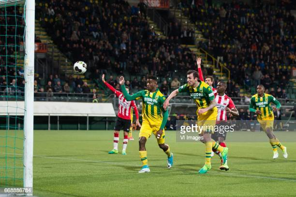 Mike Havenaar of ADO Den Haag scoresduring the Dutch Eredivisie match between ADO Den Haag and PSV Eindhoven at Kyocera stadium on April 15 2017 in...