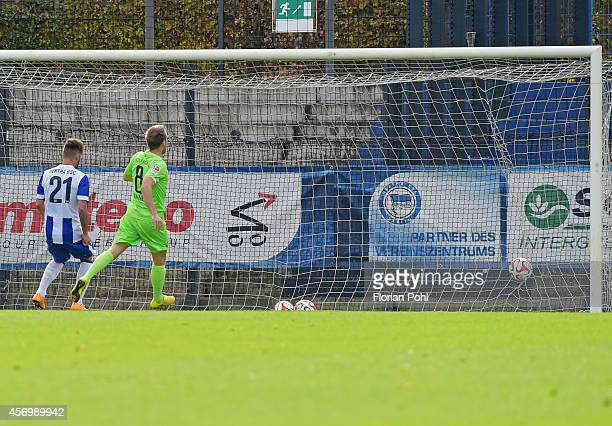 Mike Koennecke of Erzgebirge Aue scores the 01 against Marvin Plattenhardt of Hertha BSC during the game between Hertha BSC and Erzgebirge Aue on...
