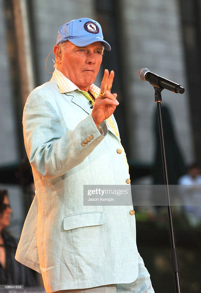 "The Beach Boys Perform on ABC's ""Good Morning America"" - July 7, 2006"