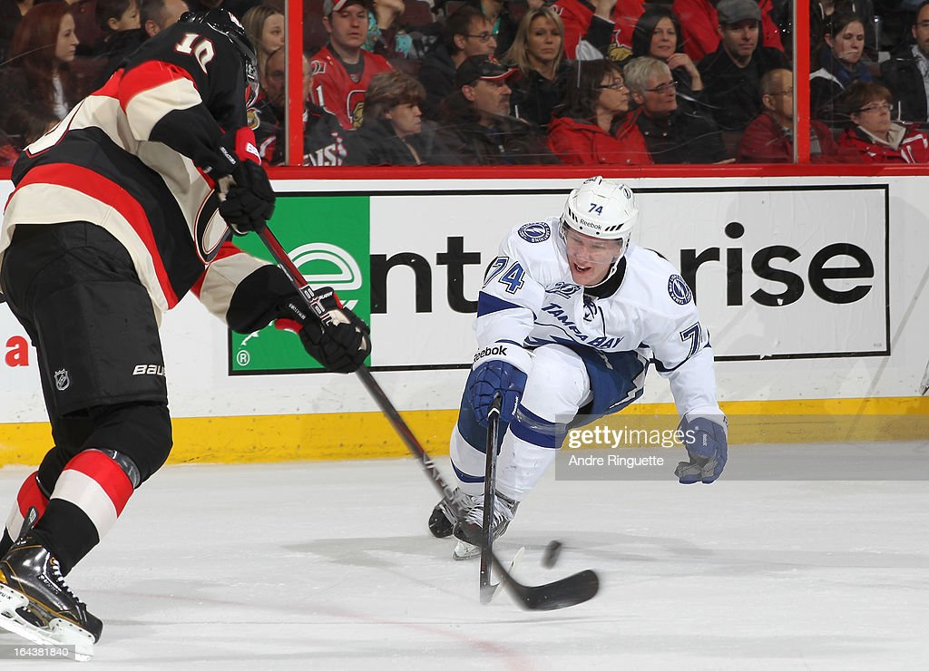 <a gi-track='captionPersonalityLinkClicked' href=/galleries/search?phrase=Mike+Lundin&family=editorial&specificpeople=3022787 ng-click='$event.stopPropagation()'>Mike Lundin</a> #10 of the Ottawa Senators makes a pass as Ondrej Palat #74 of the Tampa Bay Lightning tries to deflect the puck on March 23, 2013 at Scotiabank Place in Ottawa, Ontario, Canada.