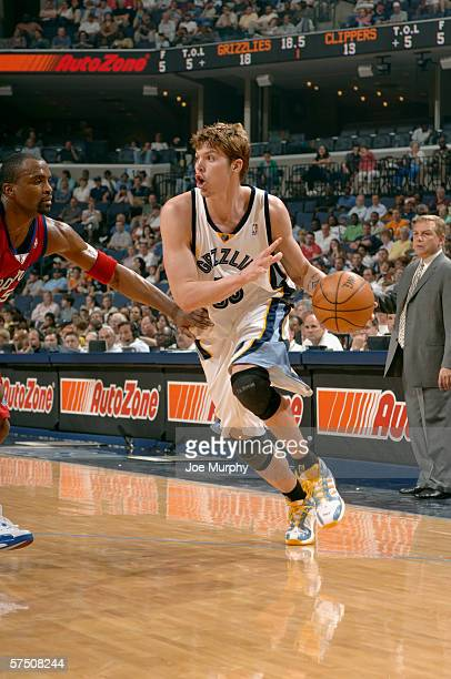 Mike Miller of the Memphis Grizzlies drives around Cuttino Mobley of the Los Angeles Clippers during the game on April 18 2006 at the FedExForum in...
