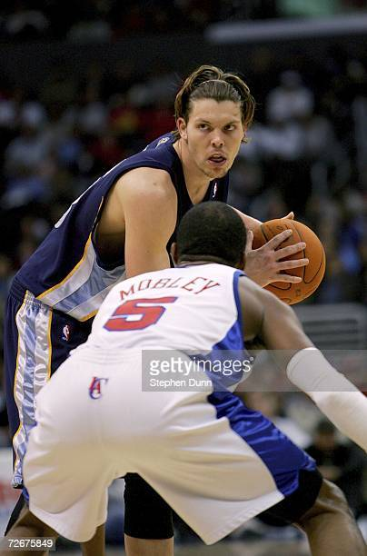 Mike Miller of the Memphis Grizzlies looks to pass against Cuttino Mobley of the Los Angeles Clippers November 29 2006 at Staples Center in Los...