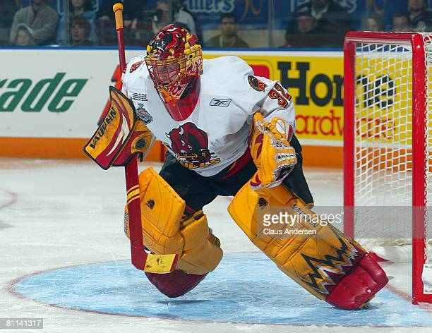 Mike Murphy of the Belleville Bulls gets set to make a save against the Spokane Chiefs in the second game of the Memorial Cup Championship on May 17...