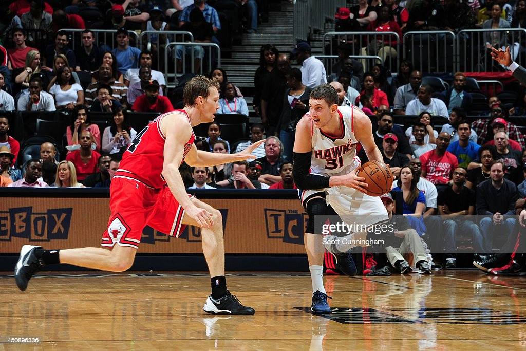 <a gi-track='captionPersonalityLinkClicked' href=/galleries/search?phrase=Mike+Muscala&family=editorial&specificpeople=7563430 ng-click='$event.stopPropagation()'>Mike Muscala</a> #31 of the Atlanta Hawks controls the ball against Mike Dunleavy #34 of the Chicago Bulls on April 2, 2014 at Philips Arena in Atlanta, Georgia.