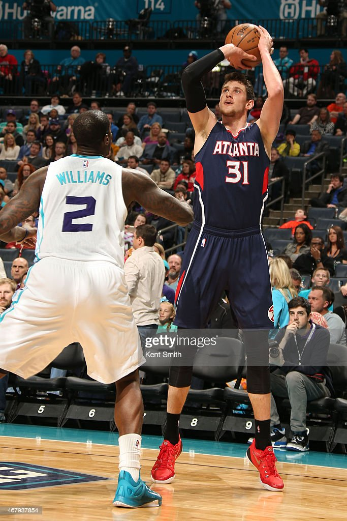 <a gi-track='captionPersonalityLinkClicked' href=/galleries/search?phrase=Mike+Muscala&family=editorial&specificpeople=7563430 ng-click='$event.stopPropagation()'>Mike Muscala</a> #31 of the Atlanta Hawks handles the ball against the Charlotte Hornets at the Time Warner Cable Arena on March 28, 2015 in Charlotte, North Carolina.