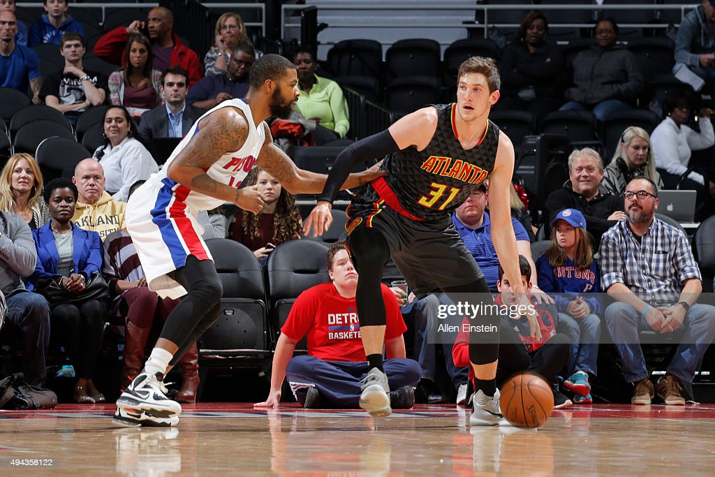 <a gi-track='captionPersonalityLinkClicked' href=/galleries/search?phrase=Mike+Muscala&family=editorial&specificpeople=7563430 ng-click='$event.stopPropagation()'>Mike Muscala</a> #31 of the Atlanta Hawks handles the ball against the Detroit Pistons during the game on October 23, 2015 at The Palace of Auburn Hills in Auburn Hills, Michigan.