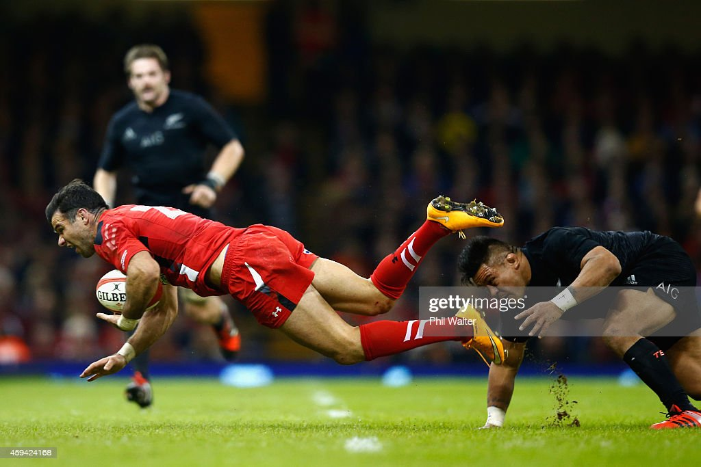 Mike Phillips of Wales is tackled by <a gi-track='captionPersonalityLinkClicked' href=/galleries/search?phrase=Keven+Mealamu&family=editorial&specificpeople=215521 ng-click='$event.stopPropagation()'>Keven Mealamu</a> of the All Blacks during the Intenational match between Wales and the New Zealand All Blacks at the Millennium Stadium on November 22, 2014 in Cardiff, Wales.