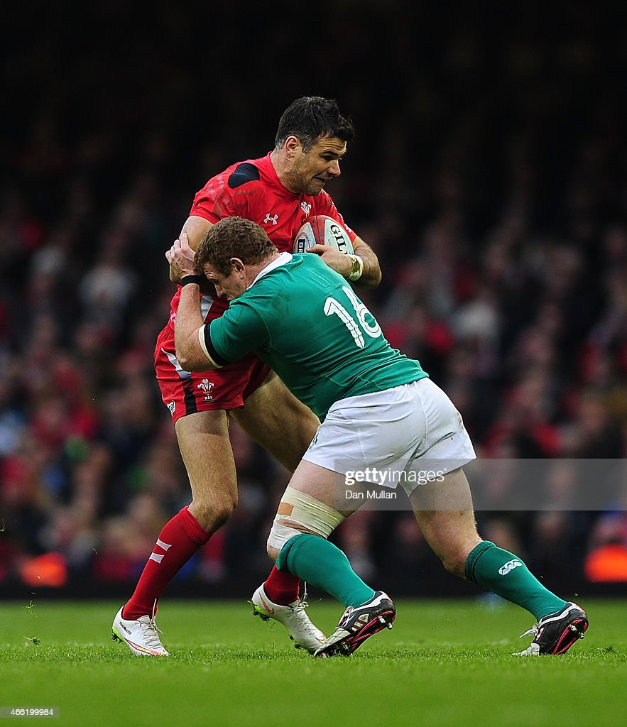 Mike Phillips of Wales is tackled by <a gi-track='captionPersonalityLinkClicked' href=/galleries/search?phrase=Sean+Cronin+-+Jogador+de+r%C3%A2guebi&family=editorial&specificpeople=5400831 ng-click='$event.stopPropagation()'>Sean Cronin</a> of Ireland during the RBS Six Nations match between Wales and Ireland at Millennium Stadium on March 14, 2015 in Cardiff, Wales.