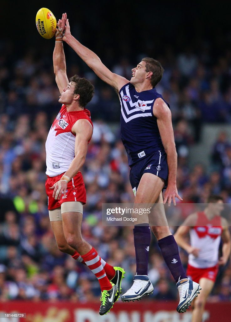 Mike Pyke (L) of the Swans and <a gi-track='captionPersonalityLinkClicked' href=/galleries/search?phrase=Aaron+Sandilands&family=editorial&specificpeople=171132 ng-click='$event.stopPropagation()'>Aaron Sandilands</a> of the Dockers contest for the ball during the AFL Second Preliminary Final match between the Fremantle Dockers and the Sydney Swans at Patersons Stadium on September 21, 2013 in Perth, Australia.