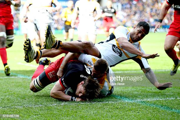 Mike Rhodes of Saracens goes over for a try during the European Rugby Champions Cup Semi Final between Saracens and Wasps at the Madejski Stadium on...