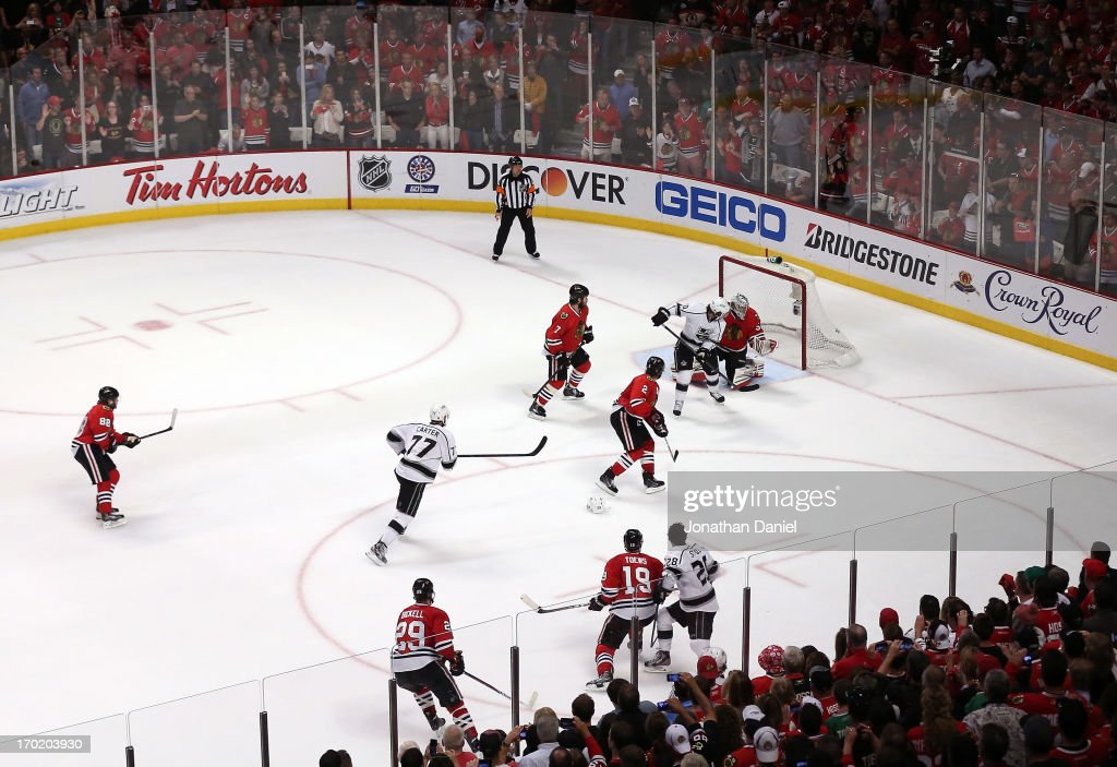 Mike Richards #10 of the Los Angeles Kings scores a goal to tie the score 3-3 in the third period against goalie <a gi-track='captionPersonalityLinkClicked' href=/galleries/search?phrase=Corey+Crawford&family=editorial&specificpeople=818935 ng-click='$event.stopPropagation()'>Corey Crawford</a> #50 of the Chicago Blackhawks during Game Five of the Western Conference Finals of the 2013 NHL Stanley Cup Playoffs at United Center on June 8, 2013 in Chicago, Illinois.