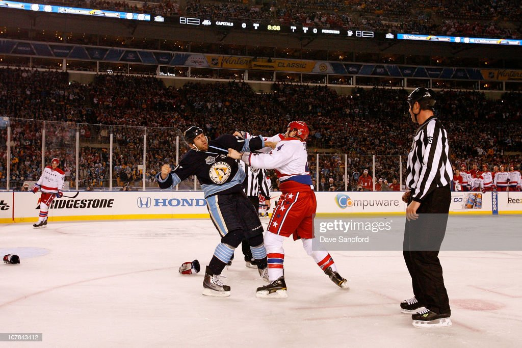 Mike Rupp #17 of the Pittsburgh Penguins fights with <a gi-track='captionPersonalityLinkClicked' href=/galleries/search?phrase=John+Erskine&family=editorial&specificpeople=215268 ng-click='$event.stopPropagation()'>John Erskine</a> #4 of the Washington Capitals during the 2011 NHL Bridgestone Winter Classic at Heinz Field on January 1, 2011 in Pittsburgh, Pennsylvania.