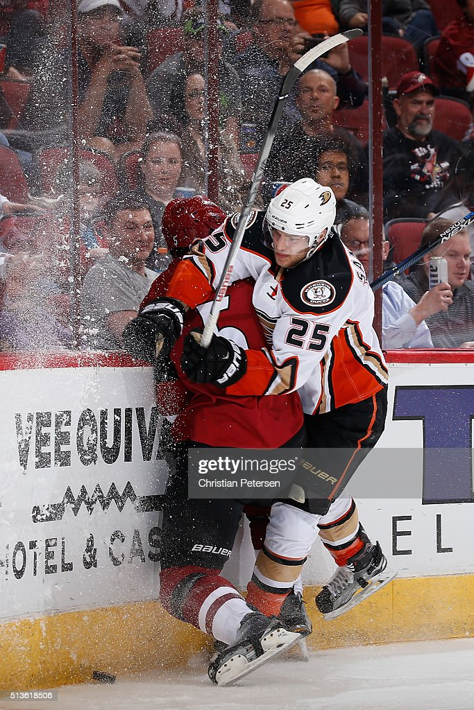 <a gi-track='captionPersonalityLinkClicked' href=/galleries/search?phrase=Mike+Santorelli&family=editorial&specificpeople=4517042 ng-click='$event.stopPropagation()'>Mike Santorelli</a> #25 of the Anaheim Ducks lays a body check on <a gi-track='captionPersonalityLinkClicked' href=/galleries/search?phrase=Connor+Murphy+-+Ice+Hockey+Player&family=editorial&specificpeople=12504513 ng-click='$event.stopPropagation()'>Connor Murphy</a> #5 of the Arizona Coyotes during the second period of the NHL game at Gila River Arena on March 3, 2016 in Glendale, Arizona.