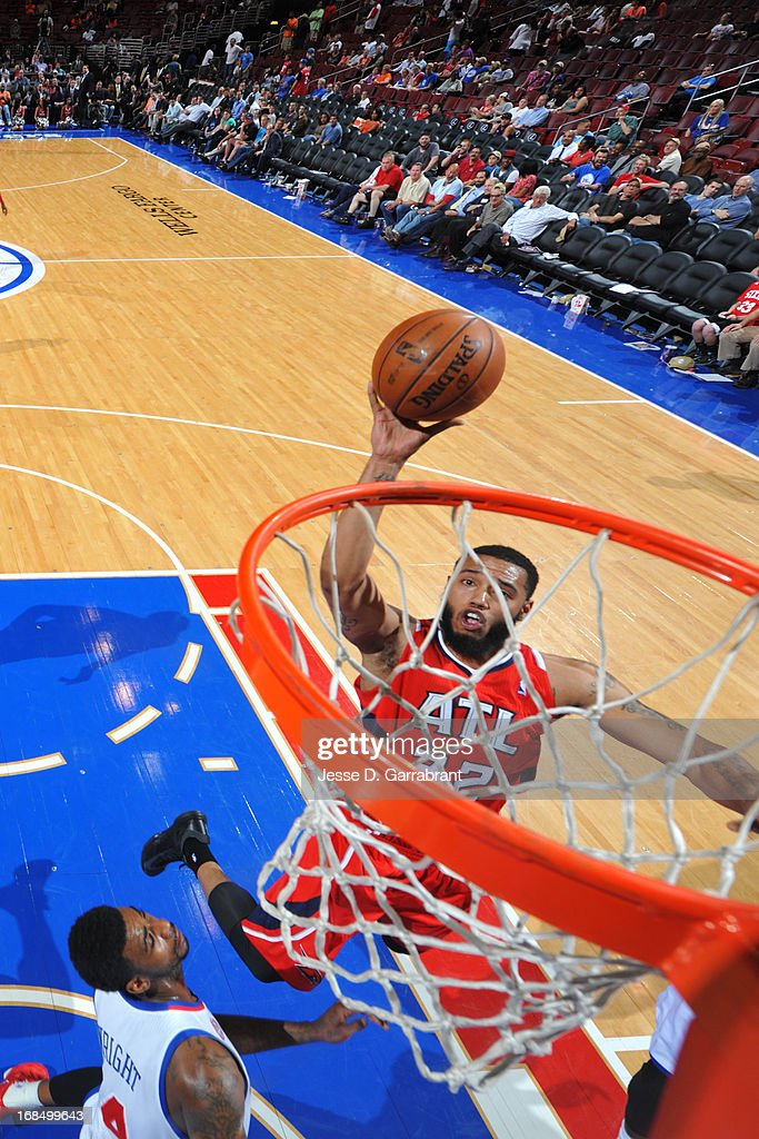 Mike Scott #32 of the Atlanta Hawks drives to the basket against the Philadelphia 76ers at the Wells Fargo Center on April 10, 2013 in Philadelphia, Pennsylvania.