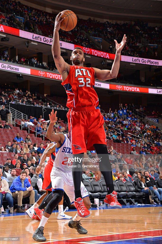 Mike Scott #32 of the Atlanta Hawks rebounds against the Philadelphia 76ers at the Wells Fargo Center on January 31, 2014 in Philadelphia, Pennsylvania.