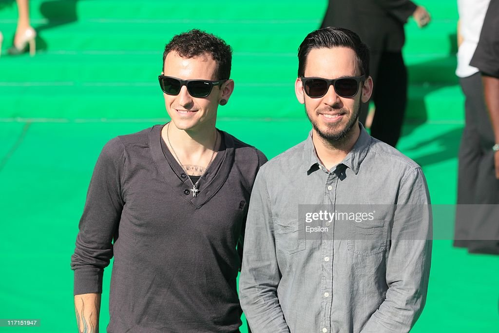 <a gi-track='captionPersonalityLinkClicked' href=/galleries/search?phrase=Mike+Shinoda&family=editorial&specificpeople=657527 ng-click='$event.stopPropagation()'>Mike Shinoda</a> (R) Linkin Park arrives at the premiere of the 'Transformers: Dark of the Moon' during the 33d Moscow International Film Festival at Pushkinskiy Theatre on June 23, 2011 in Moscow, Russia.
