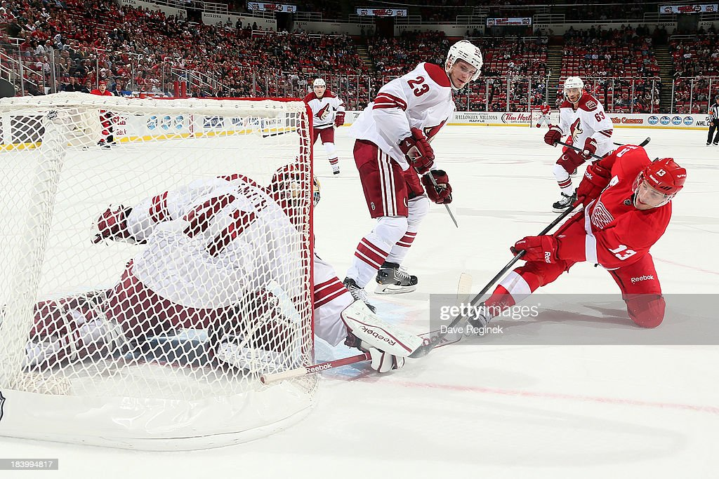 Mike Smith #41 of the Phoenix Coyotes makes a save on <a gi-track='captionPersonalityLinkClicked' href=/galleries/search?phrase=Pavel+Datsyuk&family=editorial&specificpeople=202893 ng-click='$event.stopPropagation()'>Pavel Datsyuk</a> #13 of the Detroit Red Wings in the third period during a NHL game at Joe Louis Arena on October 10, 2013 in Detroit, Michigan. The Coyotes won 4-2