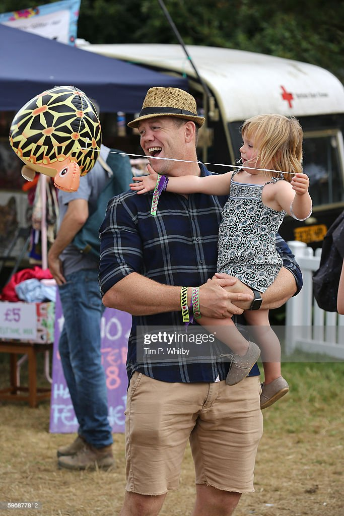 mike-tindall-and-his-daughter-mia-tindall-during-day-three-of-the-big-picture-id596877812