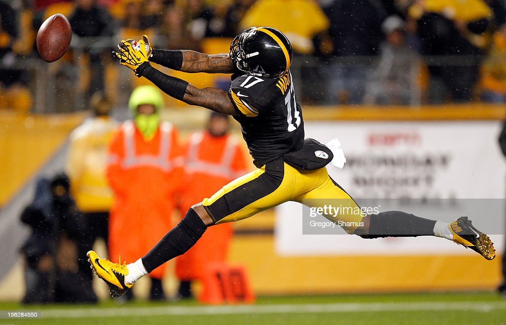 Mike Wallace #17 of the Pittsburgh Steelers can't make the catch on a pass attemp in the first half against the Kansas City Chiefs at Heinz Field on November 12, 2012 in Pittsburgh, Pennsylvania.