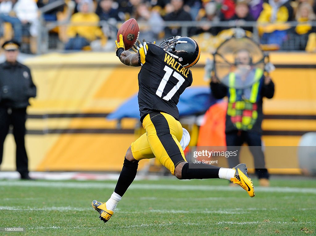 Mike Wallace #17 of the Pittsburgh Steelers can't pull in a pass during the second quarter against the San Diego Chargers on December 9, 2012 at Heinz Field in Pittsburgh, Pennsylvania.